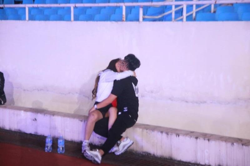 Hà Nội: Sốc với cảnh giới trẻ mặc quần lót, áo ngực đi xem ca nhạc tại sân vận động Mỹ Đình - Ảnh 3