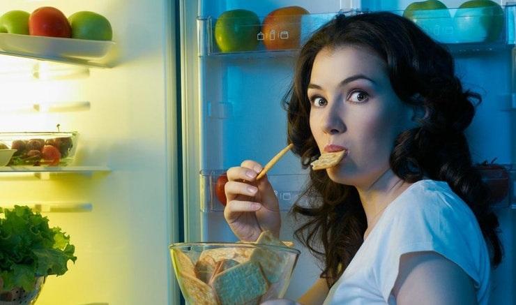4 sai lầm khi ăn tối rước bệnh vào người mà không phải ai cũng biết - Ảnh 2