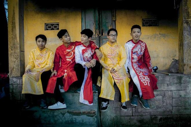 Nhóm học sinh Quảng Ngãi tố thợ ảnh vô trách nhiệm, chụp mờ nhòe nhưng lấy 8 triệu - Ảnh 2