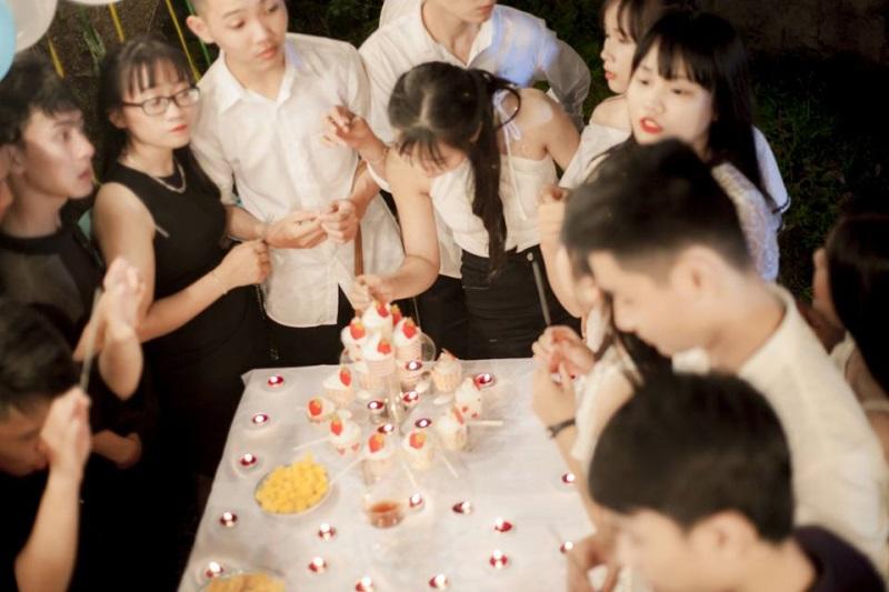 Nhóm học sinh Quảng Ngãi tố thợ ảnh vô trách nhiệm, chụp mờ nhòe nhưng lấy 8 triệu - Ảnh 6