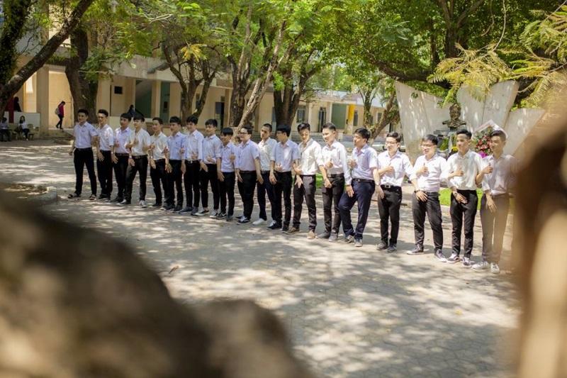 Nhóm học sinh Quảng Ngãi tố thợ ảnh vô trách nhiệm, chụp mờ nhòe nhưng lấy 8 triệu - Ảnh 7