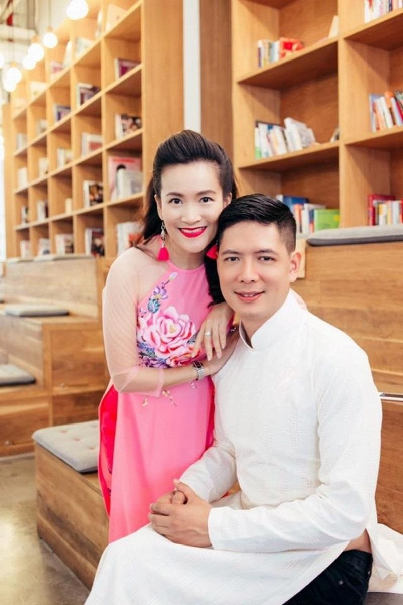 Những người vợ vừa xinh vừa giỏi làm hậu phương vững chắc cho các nam diễn viên điển trai Việt - Ảnh 1