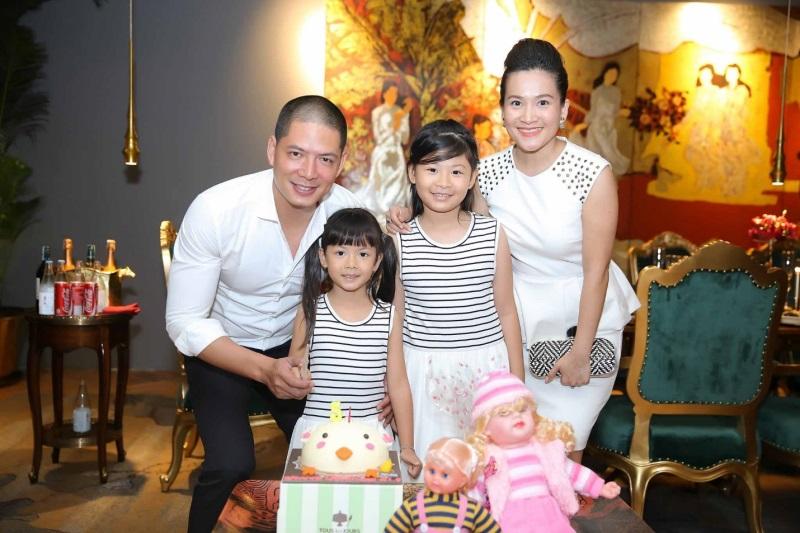 Những người vợ vừa xinh vừa giỏi làm hậu phương vững chắc cho các nam diễn viên điển trai Việt - Ảnh 2
