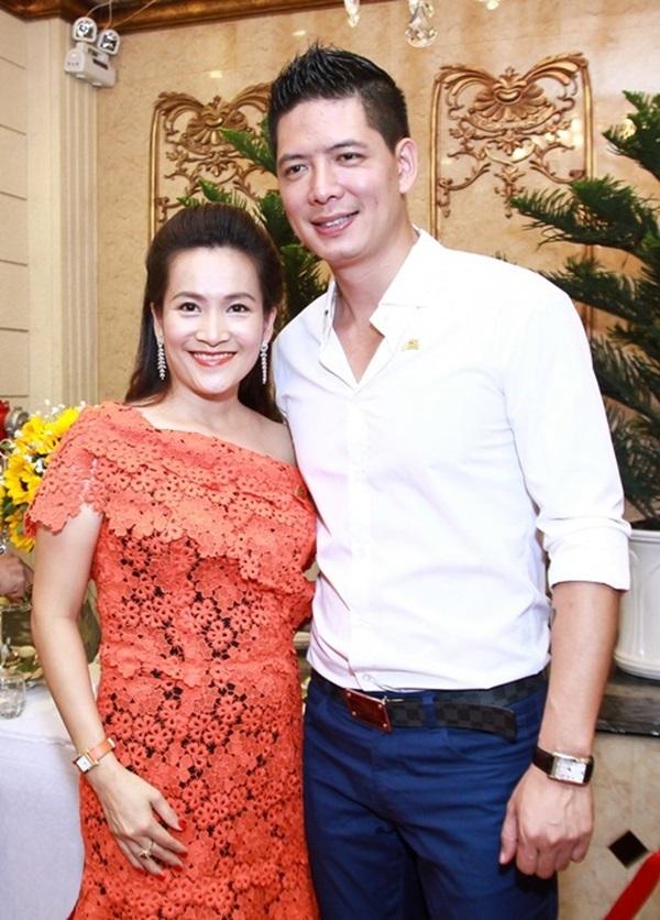 Những người vợ vừa xinh vừa giỏi làm hậu phương vững chắc cho các nam diễn viên điển trai Việt - Ảnh 3