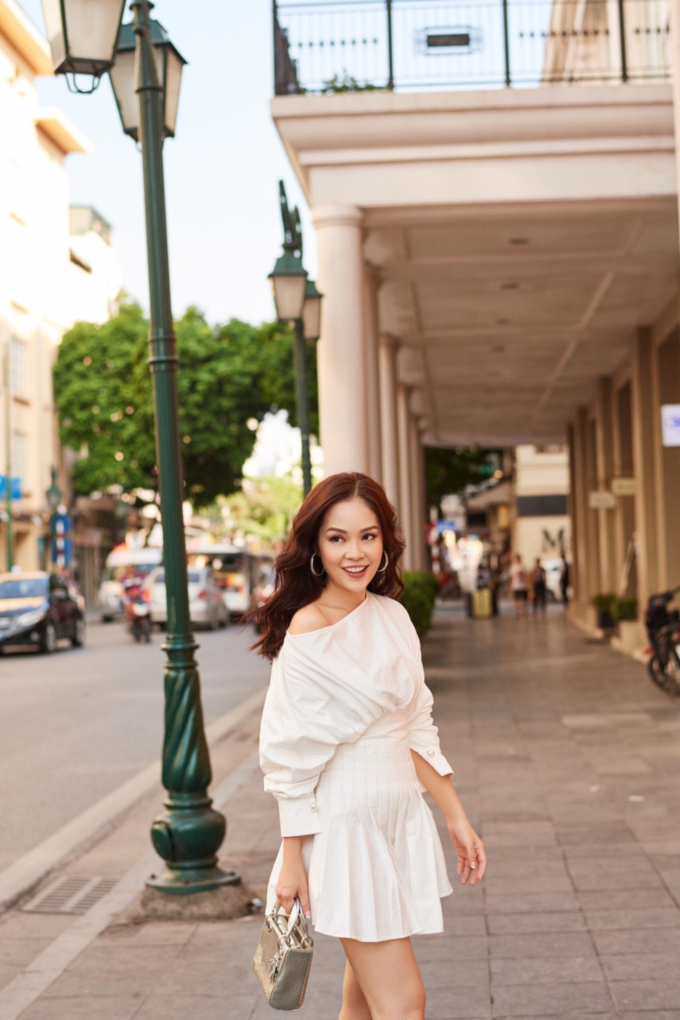 'Bà mẹ đơn thân' Dương Cẩm Lynh khoe nhan sắc rạng ngời với street style sang trọng - Ảnh 11