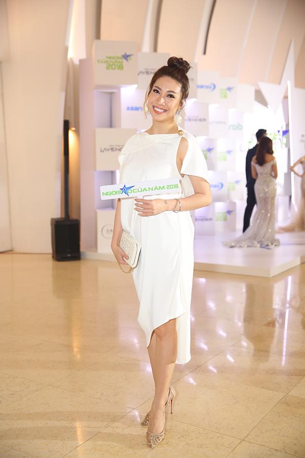 Hoa hậu H'Hen Niê xuất hiện kiêu sa 'lấn át' dàn mỹ nhân Vbiz - Ảnh 9