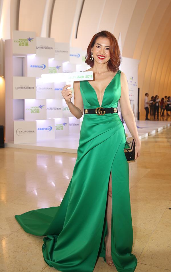 Hoa hậu H'Hen Niê xuất hiện kiêu sa 'lấn át' dàn mỹ nhân Vbiz - Ảnh 10