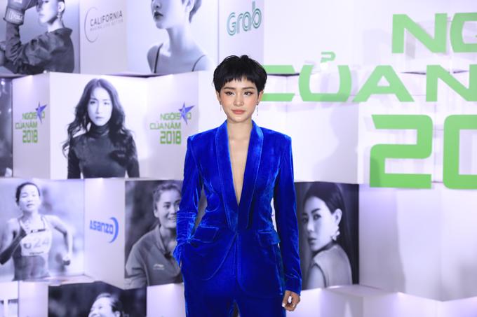 Hoa hậu H'Hen Niê xuất hiện kiêu sa 'lấn át' dàn mỹ nhân Vbiz - Ảnh 11