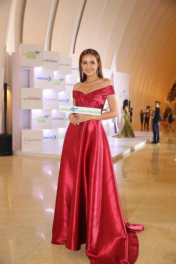Hoa hậu H'Hen Niê xuất hiện kiêu sa 'lấn át' dàn mỹ nhân Vbiz - Ảnh 12