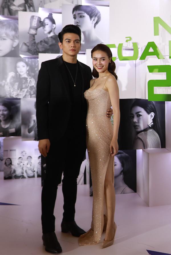 Hoa hậu H'Hen Niê xuất hiện kiêu sa 'lấn át' dàn mỹ nhân Vbiz - Ảnh 13