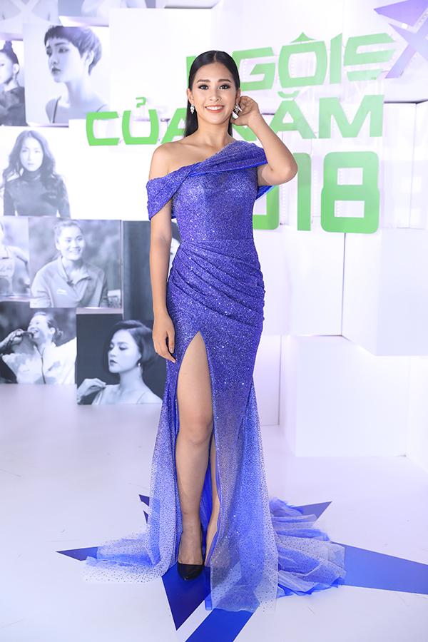 Hoa hậu H'Hen Niê xuất hiện kiêu sa 'lấn át' dàn mỹ nhân Vbiz - Ảnh 2