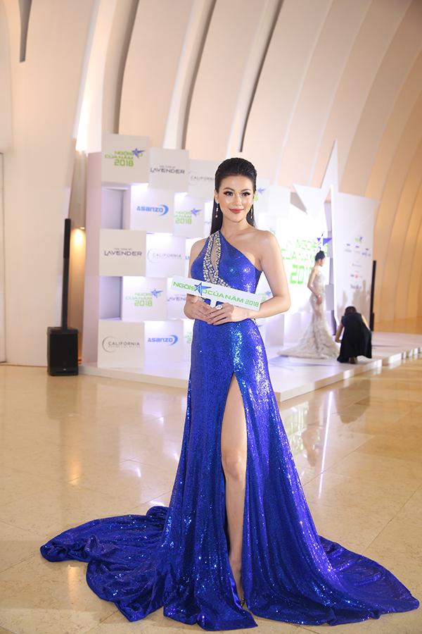 Hoa hậu H'Hen Niê xuất hiện kiêu sa 'lấn át' dàn mỹ nhân Vbiz - Ảnh 6