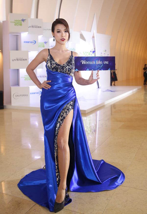 Hoa hậu H'Hen Niê xuất hiện kiêu sa 'lấn át' dàn mỹ nhân Vbiz - Ảnh 7