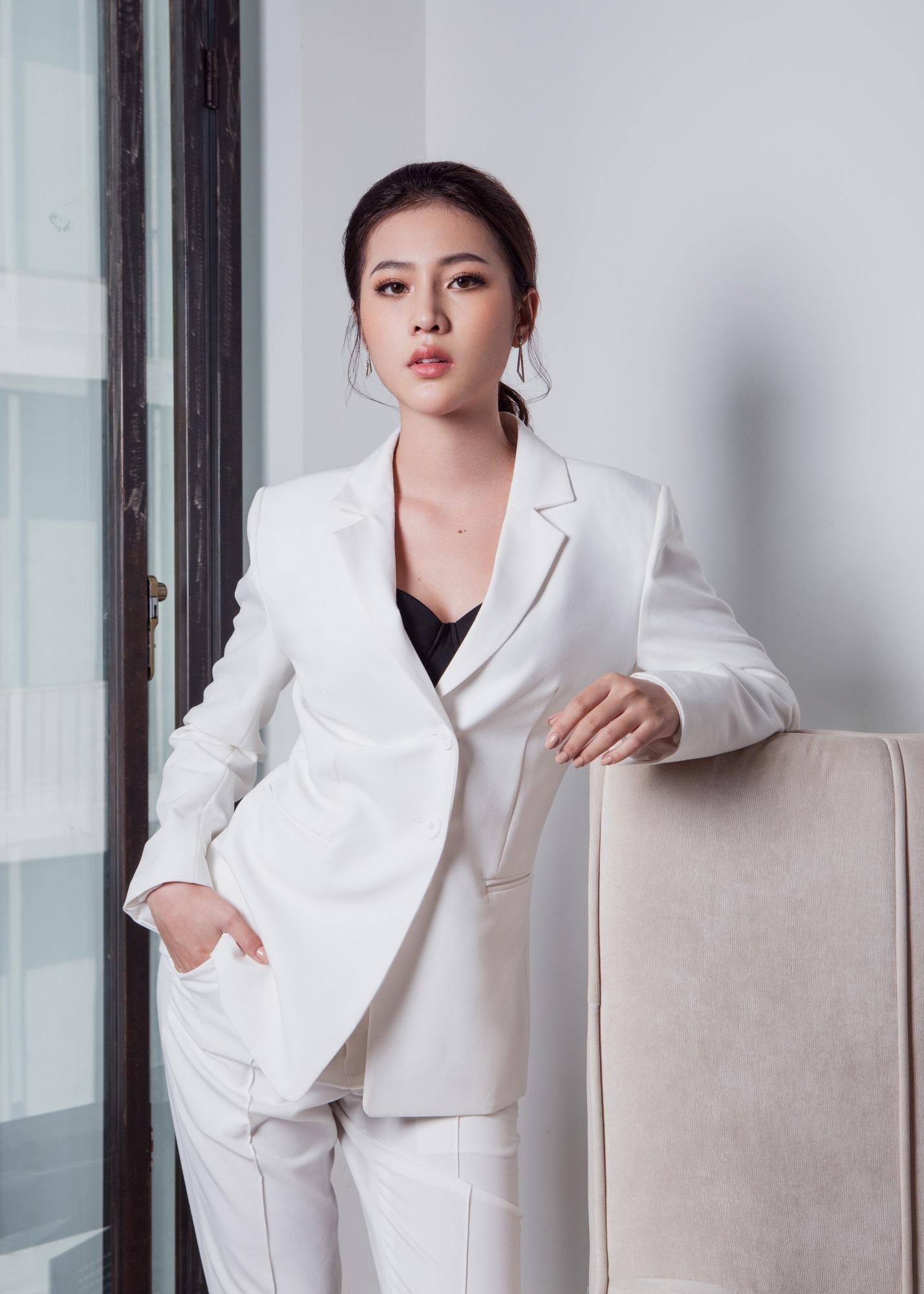 Hoa hậu Biển Kim Ngọc 'tái xuất' với hình ảnh quý cô thanh lịch đầy cuốn hút - Ảnh 12