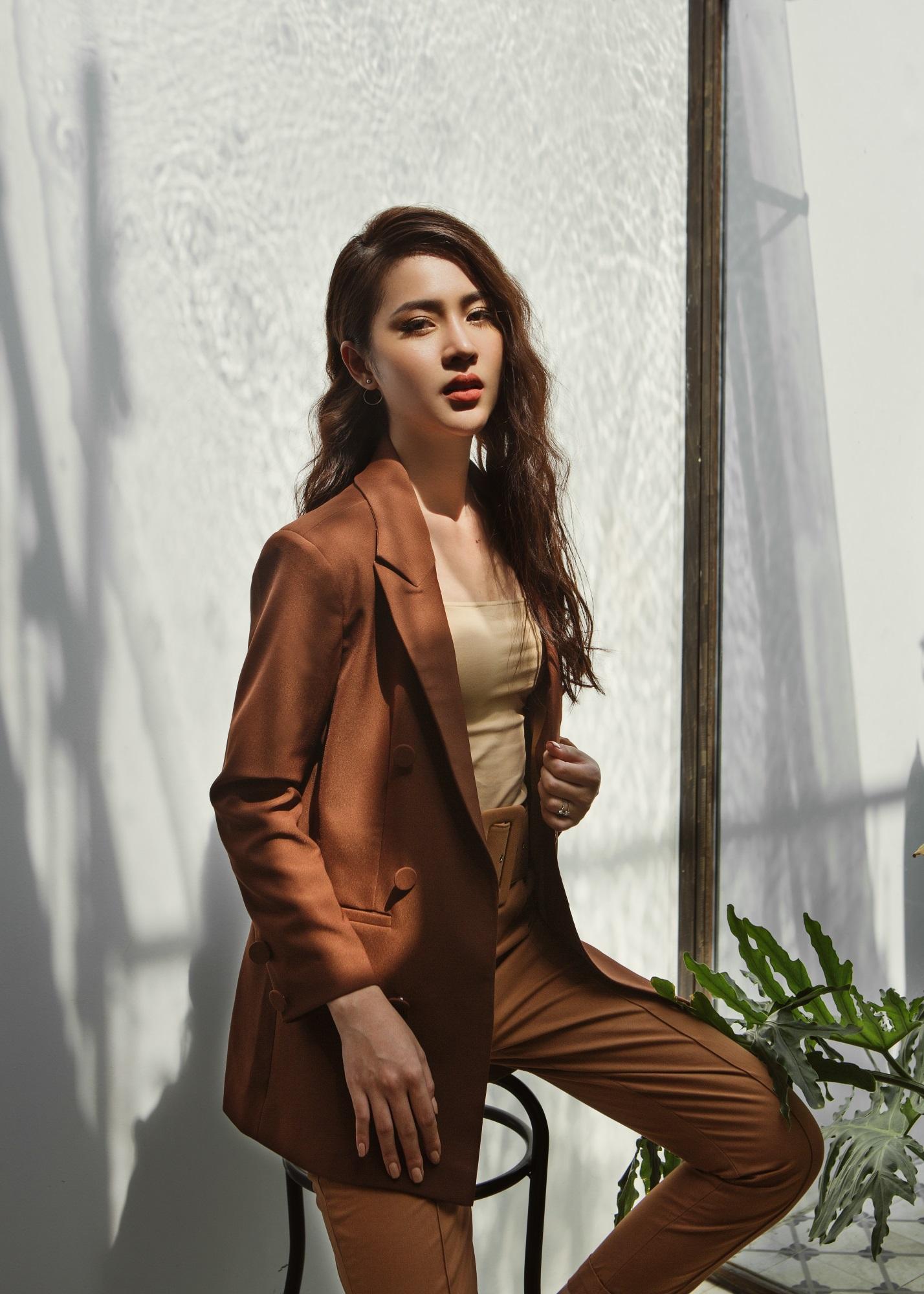 Hoa hậu Biển Kim Ngọc 'tái xuất' với hình ảnh quý cô thanh lịch đầy cuốn hút - Ảnh 2