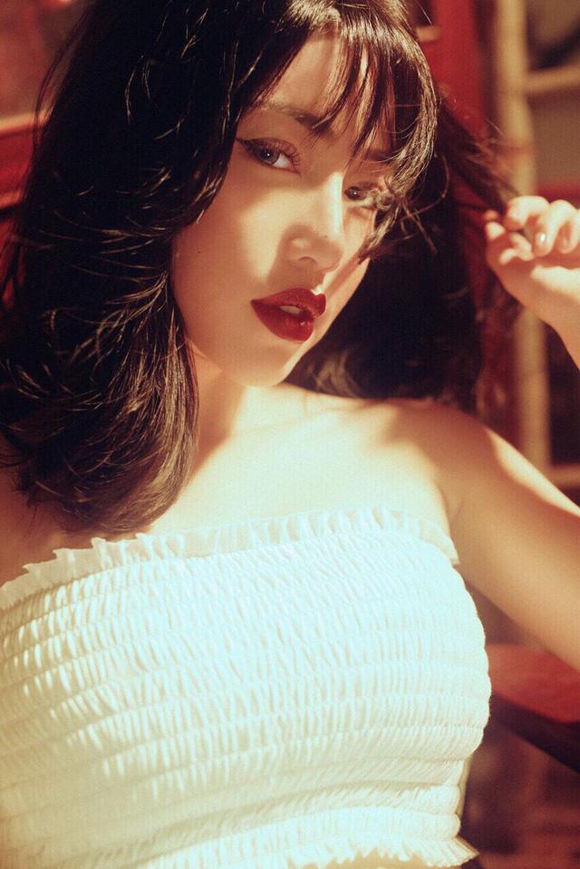 'Hot girl ngực khủng' Elly Trần khoe hình ảnh tomboy tóc nhuộm trắng khiến fan 'chao đảo' vì quá trẻ trung - Ảnh 10