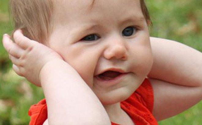 Làm gì khi trẻ bỗng liệt mặt, méo miệng mùa lạnh? - Ảnh 1