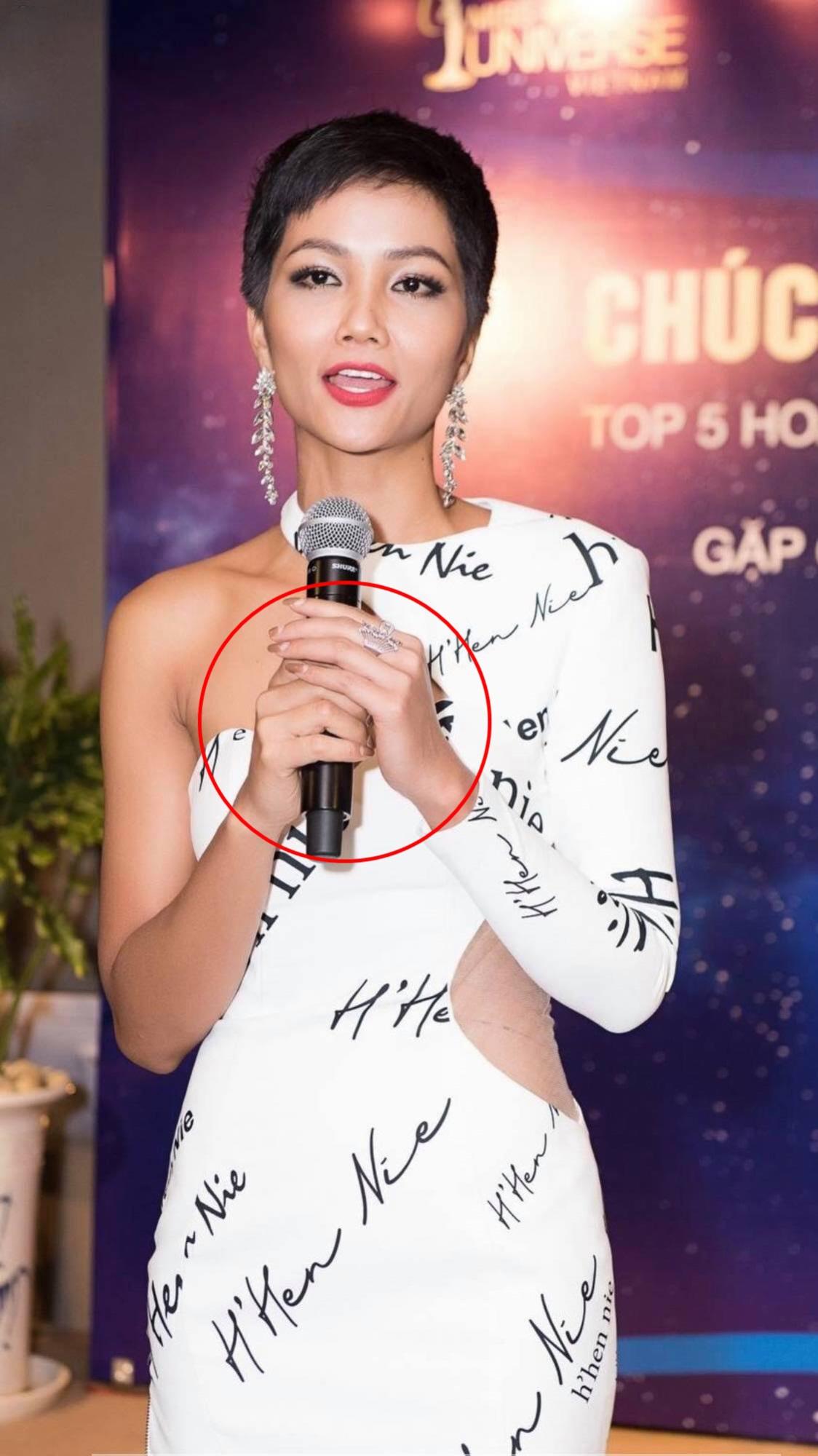 Mải mê thi đấu, Hoa hậu H'Hen Niê để lộ móng tay tróc sơn 'lổm chổm' khiến fan không khỏi xót xa - Ảnh 4