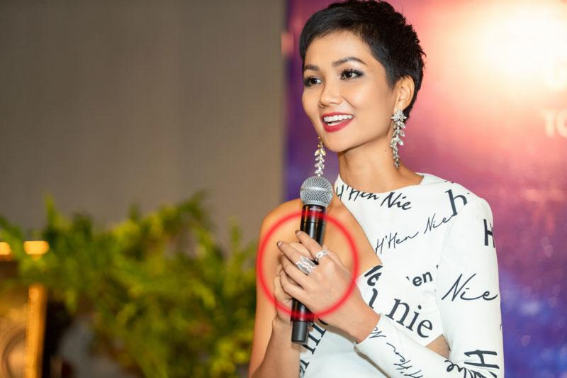 Mải mê thi đấu, Hoa hậu H'Hen Niê để lộ móng tay tróc sơn 'lổm chổm' khiến fan không khỏi xót xa - Ảnh 6