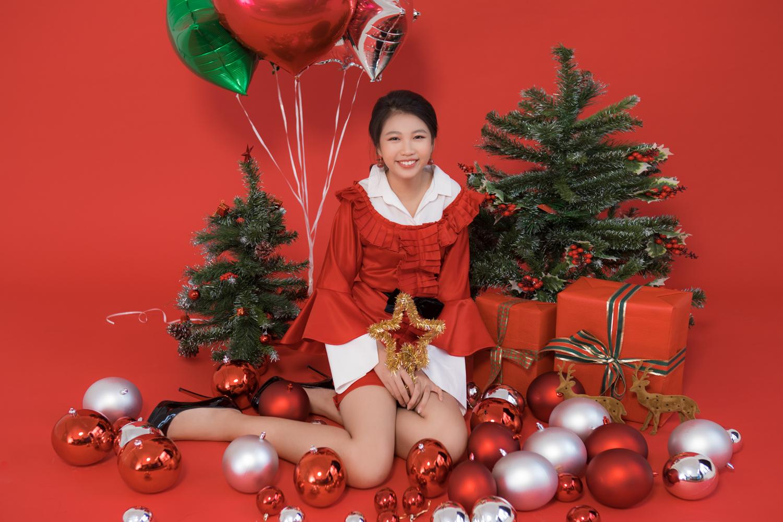 Hoa hậu Hoàn vũ nhí Ngọc Lan Vy 'lột xác' thành 'thiếu nữ' xinh đẹp trong bộ ảnh mừng Giáng sinh - Ảnh 11