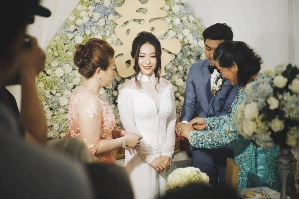 Rò rỉ thiệp cưới của nữ ca sĩ MiA và ông xã kém 3 tuổi - Ảnh 3