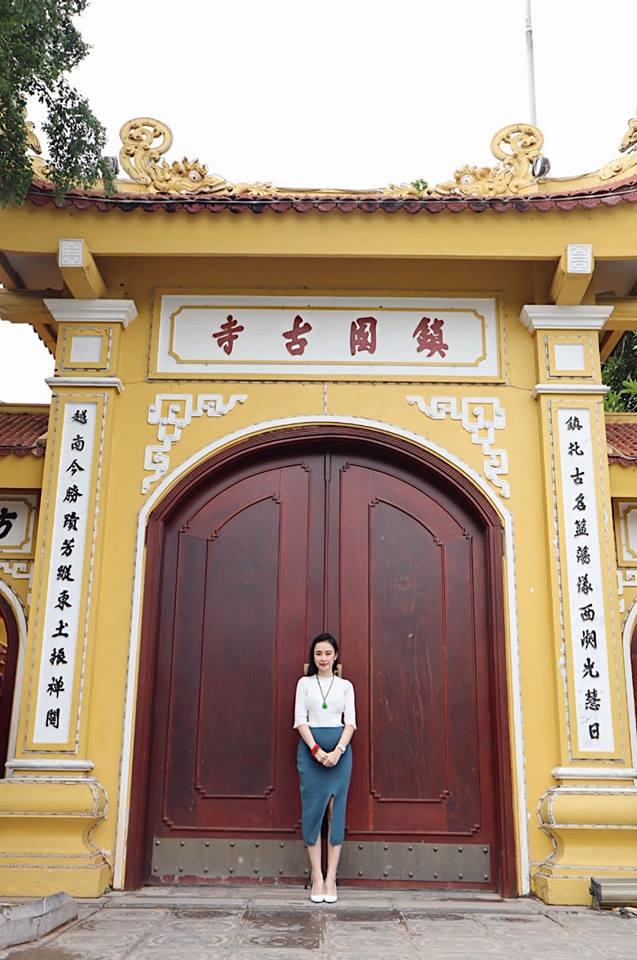 Street style đầu năm 2019: Angela Phương Trinh kín đáo, Huyền baby 'đốt cháy' không khí lạnh vì quá sexy - Ảnh 3