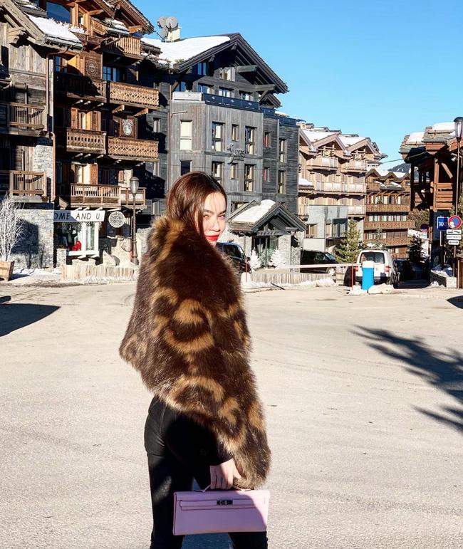 Street style đầu năm 2019: Angela Phương Trinh kín đáo, Huyền baby 'đốt cháy' không khí lạnh vì quá sexy - Ảnh 5