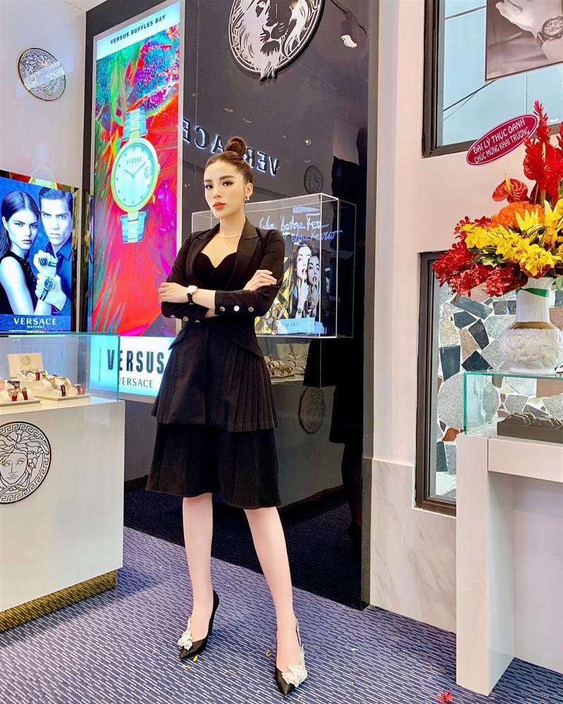 Street style đầu năm 2019: Angela Phương Trinh kín đáo, Huyền baby 'đốt cháy' không khí lạnh vì quá sexy - Ảnh 7