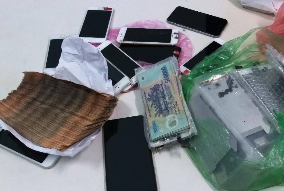 9X đột nhập cửa hàng điện thoại chủ cũ cuỗm hơn 160 triệu, 15 iPhone - Ảnh 2