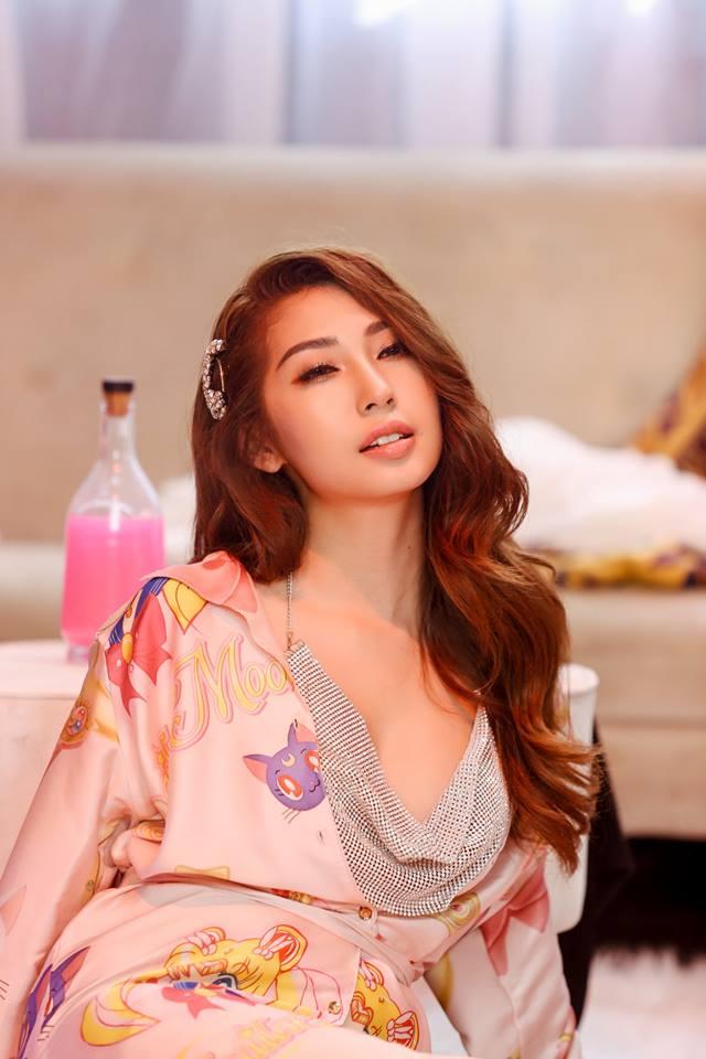 Khổng Tú Quỳnh 'lột xác' ngày càng sexy, nóng bỏng sau tin đồn chia tay Ngô Kiến Huy - Ảnh 7