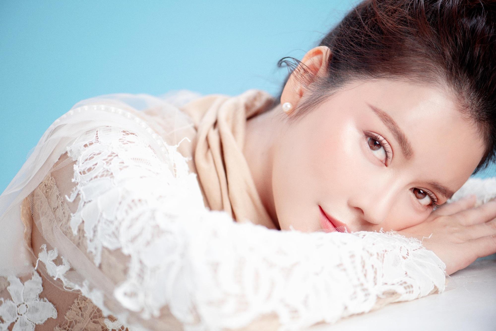 'Nữ hoàng kim cương' Lý Nhã Kỳ khiến fan mê mệt khi diện trang phục xẻ ngực gợi cảm - Ảnh 10