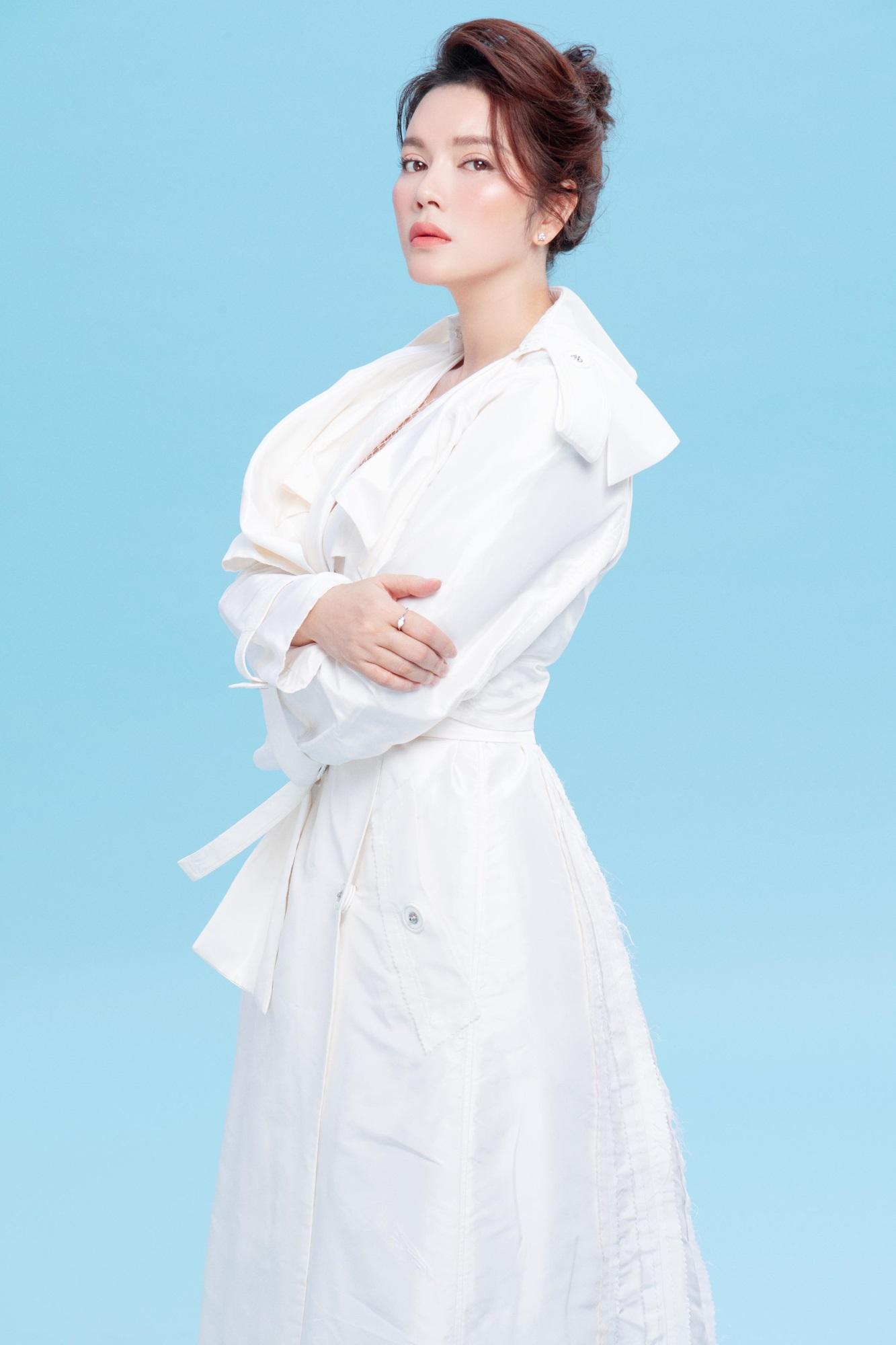 'Nữ hoàng kim cương' Lý Nhã Kỳ khiến fan mê mệt khi diện trang phục xẻ ngực gợi cảm - Ảnh 6