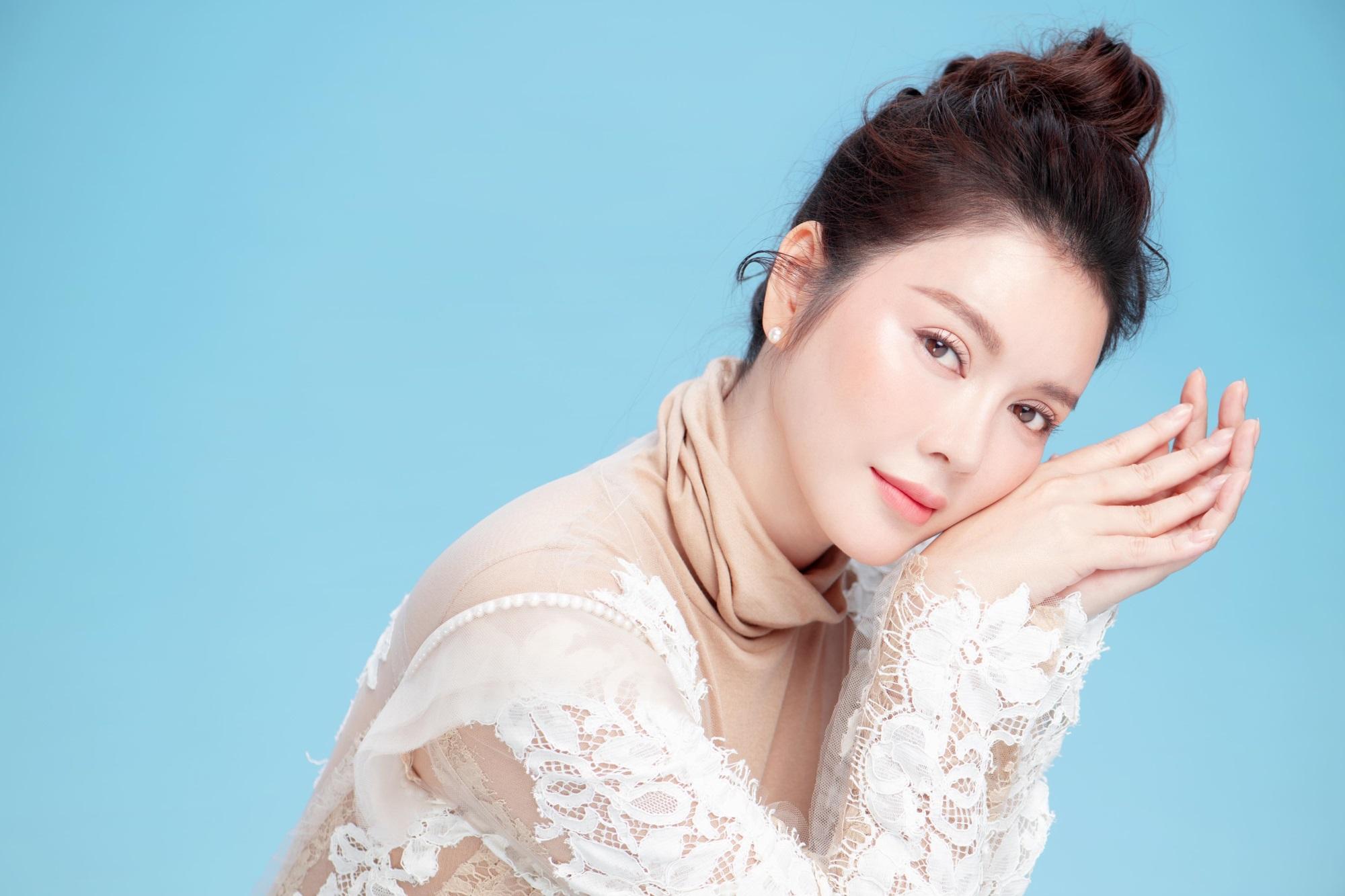 'Nữ hoàng kim cương' Lý Nhã Kỳ khiến fan mê mệt khi diện trang phục xẻ ngực gợi cảm - Ảnh 7