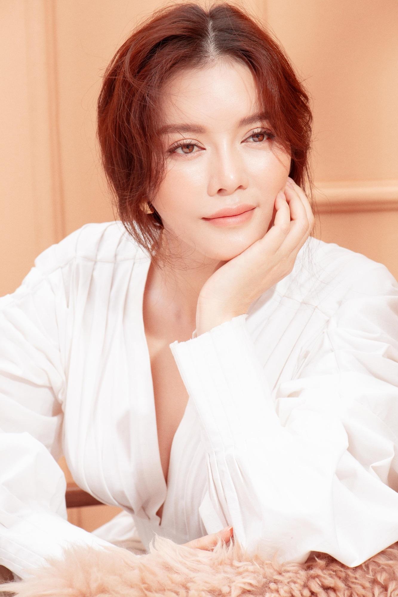 'Nữ hoàng kim cương' Lý Nhã Kỳ khiến fan mê mệt khi diện trang phục xẻ ngực gợi cảm - Ảnh 9
