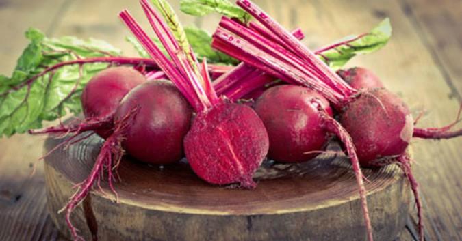 Dùng củ cải đường để dưỡng môi hồng hào, mềm mại hơn