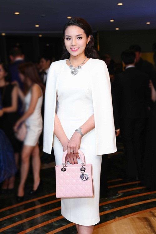Áo cape - Biến tấu cho mùa đông lạnh giá của mỹ nữ Việt - Ảnh 9