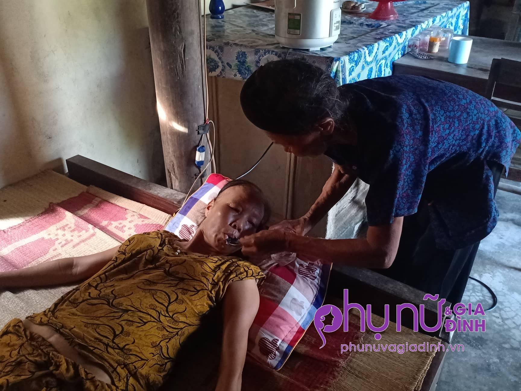 Bi đát cảnh đời cụ bà 83 tuổi nuôi con gái 51 tuổi mắc bệnh ung thư: 'Tôi mà chết, con sẽ sống thế nào đây?' - Ảnh 3