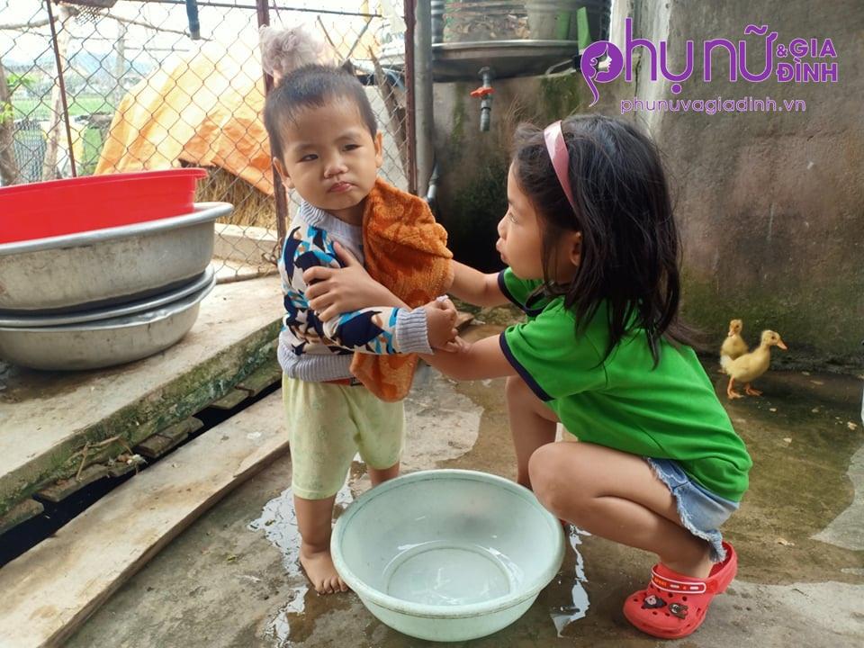 Thảm cảnh 6 đứa trẻ mồ côi cha ước mơ mẹ có tiền chữa bệnh để chăm lo cho đàn con - Ảnh 3