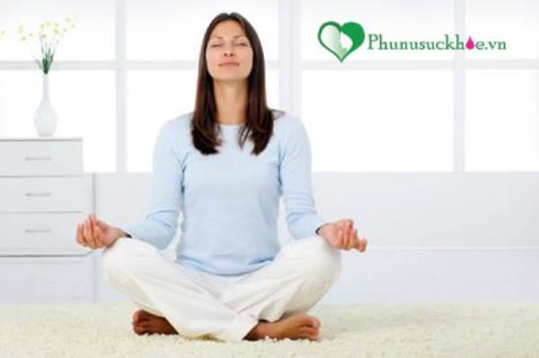 Những bài tập yoga giúp mẹ giảm cân nhanh chóng sau sinh - Ảnh 2