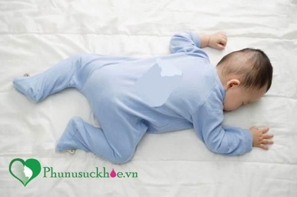 Cách phòng tránh đột tử ở trẻ sơ sinh mẹ nào cũng phải biết - Ảnh 1