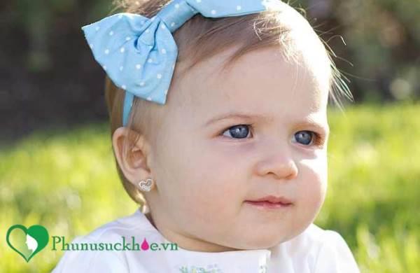 Bấm lỗ tai cho trẻ sơ sinh và những mối nguy khôn lường mẹ nên biết - Ảnh 1