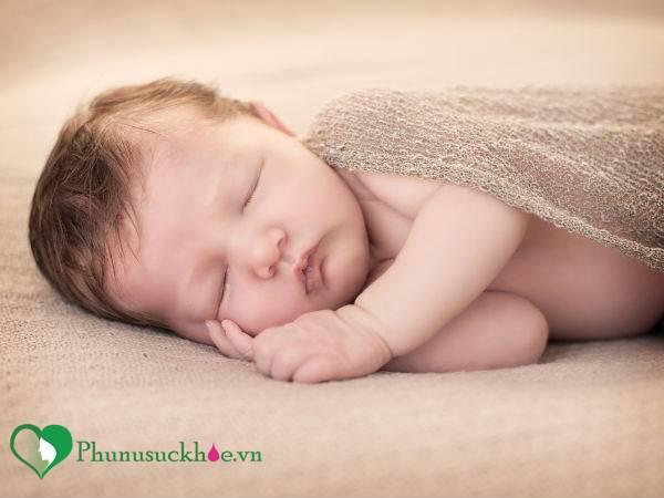 Những dấu hiệu cảnh báo trẻ sơ sinh đang bị kiệt sức - Ảnh 2