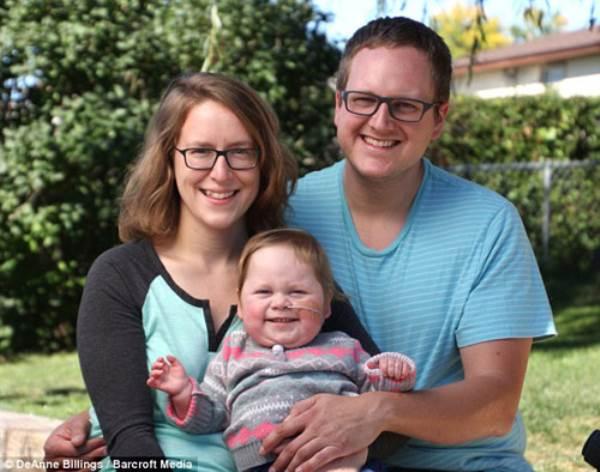 Hình ảnh khó tin của em bé sinh ra với nội tạng nằm ngoài cơ thể - Ảnh 9