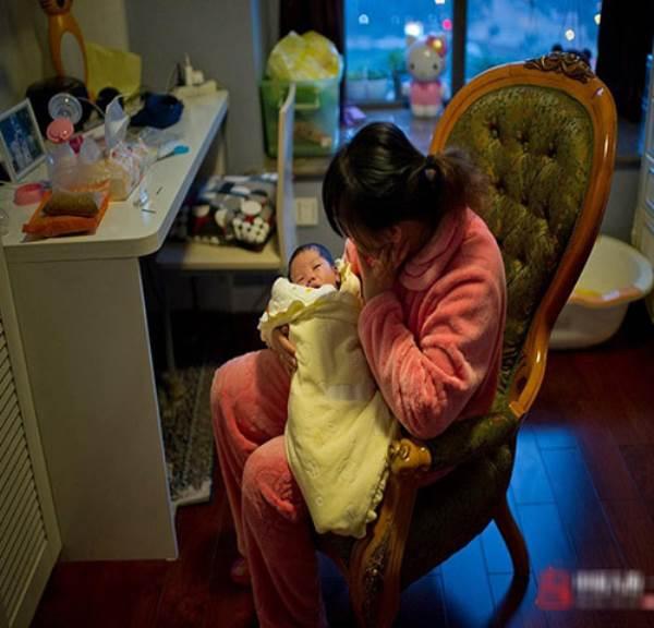 Chỉ với mẹo nhỏ này, mẹ thoát ngay khỏi cảnh con sơ sinh 'ngủ ngày cày đêm' - Ảnh 1