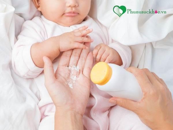 Cha mẹ cần cẩn trọng khi sử dụng phấn rôm cho trẻ - Ảnh 3