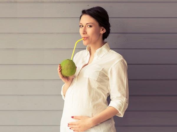 Bầu uống nước dừa tốt nhất là từ tháng 4, 5, 6 của thai kỳ.