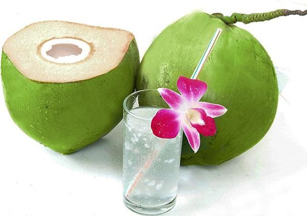 Uống 1-2 quả dừa/ngày sẽ tốt cho bà bầu và thai nhi.