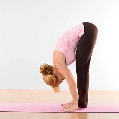 Bài tập giảm cân cho phụ sau sinh mổ cúi người trước dễ dàng thực hiện tại mọi thời điểm