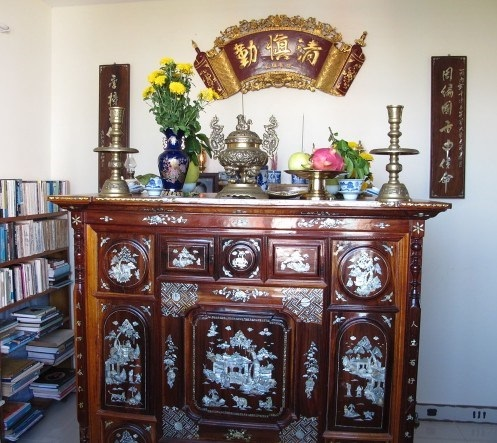 Trang trí bàn thờ Tết miền Bắc luôn được coi trọng