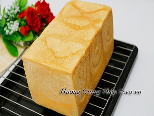 Bữa sáng nhẹ nhàng với bánh mì gối nhân khoai môn - Ảnh 8